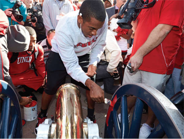 Students paining the Fremont Cannon